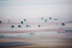 Vallée dans la brume photographie stock