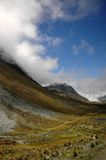Vallée dans les montagnes Photo stock