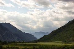 Vallée dans les montagnes d'Altai Photographie stock