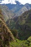 Vallée dans les montagnes des Andes photo stock