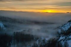 Vallée de bois de flottage - bas nuages Image libre de droits