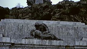 Vallée de la croix tombée banque de vidéos