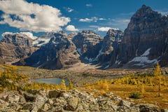 Vallée de lac eiffel en parc national de Banff, Canada Photographie stock