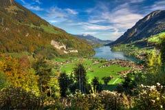 Vallée de Lungern de lac de passage de Brünig par beau temps d'automne, Obwald, Suisse, HDR Image libre de droits