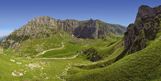 Vallée de Malaiesti, montagnes de Bucegi, Roumanie Photo stock