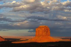 Vallée de monument au coucher du soleil Photographie stock libre de droits