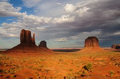 Vallée de monument au coucher du soleil Images stock