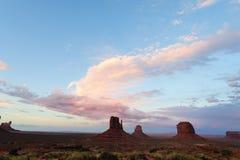 Vallée de monument au coucher du soleil Image stock