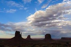 Vallée de monument au coucher du soleil Photo stock
