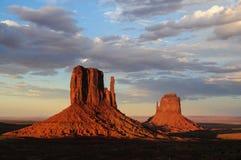 Vallée de monument au coucher du soleil Photo libre de droits