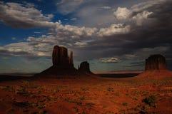 Vallée de monument au coucher du soleil Images libres de droits