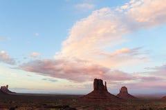 Vallée de monument au coucher du soleil Image libre de droits