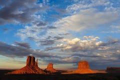 Vallée de monument au coucher du soleil Photographie stock