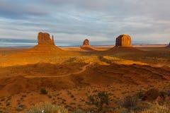Vallée de monument au lever de soleil image libre de droits