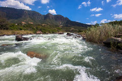 Vallée de Rapids d'eau doux de fleuve Photos stock