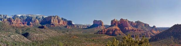Vallée de Sedona de l'Arizona panoramique avec la roche de cathédrale Photos stock