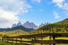 Vallée de Val di Funes, montagnes de Dolomiti Image libre de droits