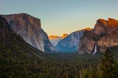 Vallée de Yosemite au coucher du soleil Photos libres de droits