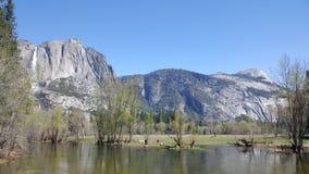 Vallée de Yosemite dans toute sa gloire - automnes et sentinelle R de sentinelle photos stock