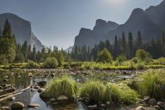 Vallée de Yosemite et rivière de Merced images libres de droits