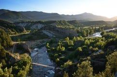 Vallée des arums transparents de rivière au coucher du soleil, Espagnol Pyrénées Photo stock