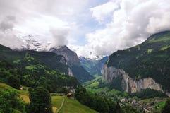 Vallée des cascades à écriture ligne par ligne, Lauterbrunnen, Suisse Image stock