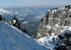 Vallée en montagnes carpathiennes Photos stock