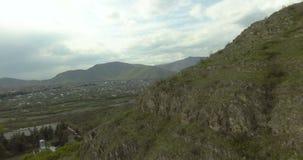 vallée en montagnes de Caucase banque de vidéos