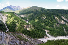 Vallée en montagnes de Sayan, près de frontière de Russe-Mongolian dans l'est Photographie stock