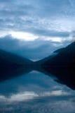 Vallée entre les bulles chez Jordan Pond au crépuscule photos stock