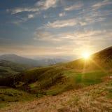Vallée et coucher du soleil de montagne Images libres de droits