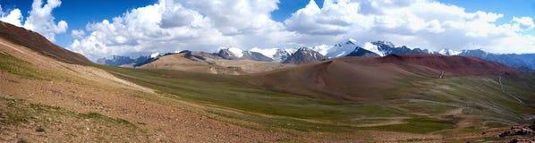 Vallée Kichik-Alay de panorama Photos stock