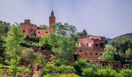 Vallée marocaine traditionnelle d'Ourika de village photos libres de droits