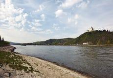 Vallée moyenne du Rhin avec le château de Marksburg photographie stock