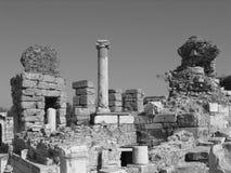 Vallée noire et blanche des ruines - Ephesus antique Images stock