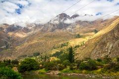 Vallée sacrée de Péruviens : Le tour de train à Machu Picchu image stock