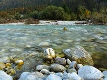Vallée sauvage d'Isar de paysage de rivière Photos libres de droits