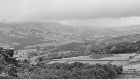 Vallées de Derbyshire un matin brumeux nuageux image libre de droits