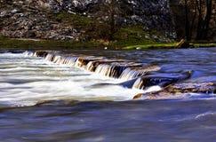 Vallées de Dovedale Derbyshire de pierres de progression photographie stock libre de droits