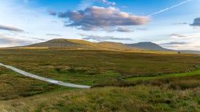 Vallées de Yorkshire près de Ribblehead, North Yorkshire, R-U Photographie stock libre de droits