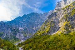 Vall?e de montagnes pr?s de Koenigssee, Konigsee, parc national de Berchtesgaden, Bavi?re, Allemagne images libres de droits