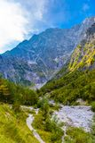 Vall?e de montagnes pr?s de Koenigssee, Konigsee, parc national de Berchtesgaden, Bavi?re, Allemagne photos libres de droits
