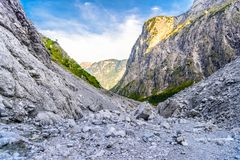 Vall?e de montagnes pr?s de Koenigssee, Konigsee, parc national de Berchtesgaden, Bavi?re, Allemagne photo stock