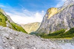 Vall?e de montagnes pr?s de Koenigssee, Konigsee, parc national de Berchtesgaden, Bavi?re, Allemagne photos stock