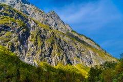 Vall?e en montagnes d'Alpes pr?s de Koenigssee, Konigsee, parc national de Berchtesgaden, Bavi?re, Allemagne photos stock
