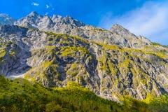 Vall?e en montagnes d'Alpes pr?s de Koenigssee, Konigsee, parc national de Berchtesgaden, Bavi?re, Allemagne photo libre de droits