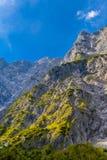 Vall?e en montagnes d'Alpes pr?s de Koenigssee, Konigsee, parc national de Berchtesgaden, Bavi?re, Allemagne photographie stock libre de droits