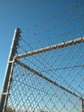 Valla de seguridad con Barbwire Foto de archivo libre de regalías