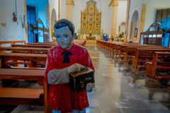 VALLADOLID, MÉXICO - 12 DE NOVEMBRO DE 2017: Vista interior da igreja de Saint Servatius de San Servacio em Valladolid, Iucatão Fotos de Stock