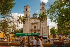 Valladolid, Mexique Cathedral de San Servasio au cours de la journée à Valladolid la ville dans Yucatan, Mexique image libre de droits